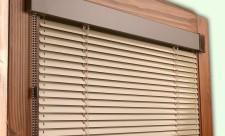 Горизонтальные жалюзи на пластиковые окна станут центром внимания помещения
